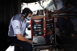 Santino Ferrucci, Dale Coyne Racing with Vasser Sullivan Honda, engineer