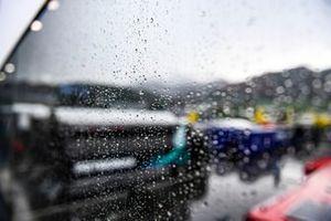 La lluvia sobre el Paddock