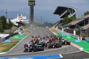 Lewis Hamilton, Mercedes F1 W11 , leads Valtteri Bottas, Mercedes F1 W11 , Max Verstappen, Red Bull Racing RB16, Lance Stroll, Racing Point RP20, Sergio Perez, Racing Point RP20, and the rest of the field at the start