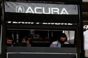 #7 Acura Team Penske Acura DPi, DPi: Helio Castroneves, Ricky Taylor, engineers