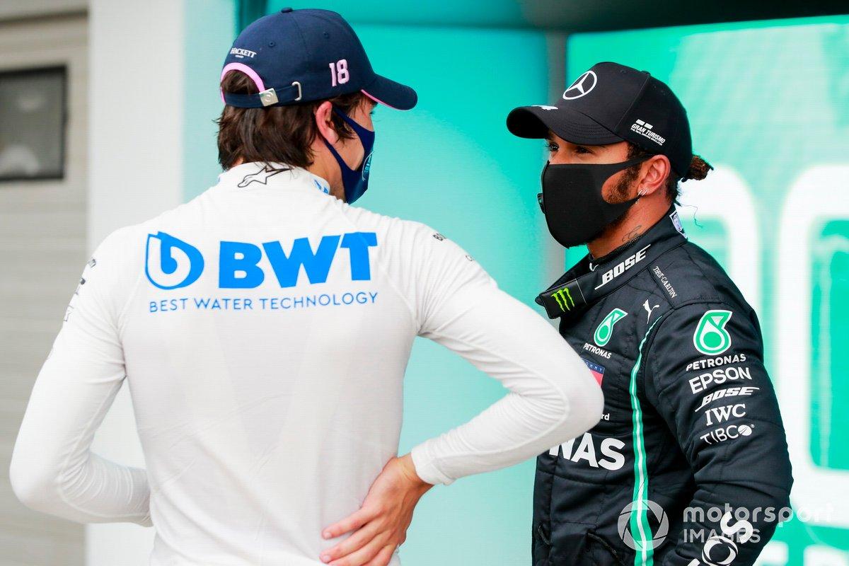 Tercero Lance Stroll, Racing Point y el ganador de la pole Lewis Hamilton, Mercedes-AMG Petronas F1 en Parc Ferme