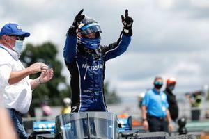 1. Felix Rosenqvist, Chip Ganassi Racing Honda, mit Chip Ganassi