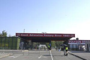 Eingang zum Fahrerlager am Autodrom Brno in Brünn