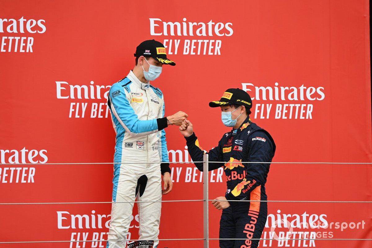 Jack Aitken, Campos Racing e il vincitore della gara Yuki Tsunoda, Carlin sul podio