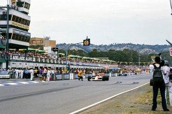 Alain Prost, McLaren MP4-4 Honda takes the checkered flag