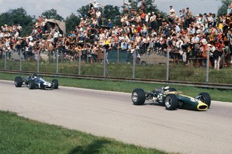 Jim Clark, Lotus 49 Ford leads Dan Gurney, Eagle T1G Weslake