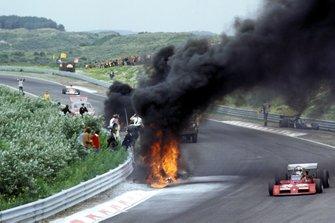 Chris Amon, Tecno PA123A passes Roger Williamson, March 731
