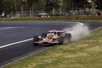 Jochen Rindt, Lotus 49B, levantando el polvo
