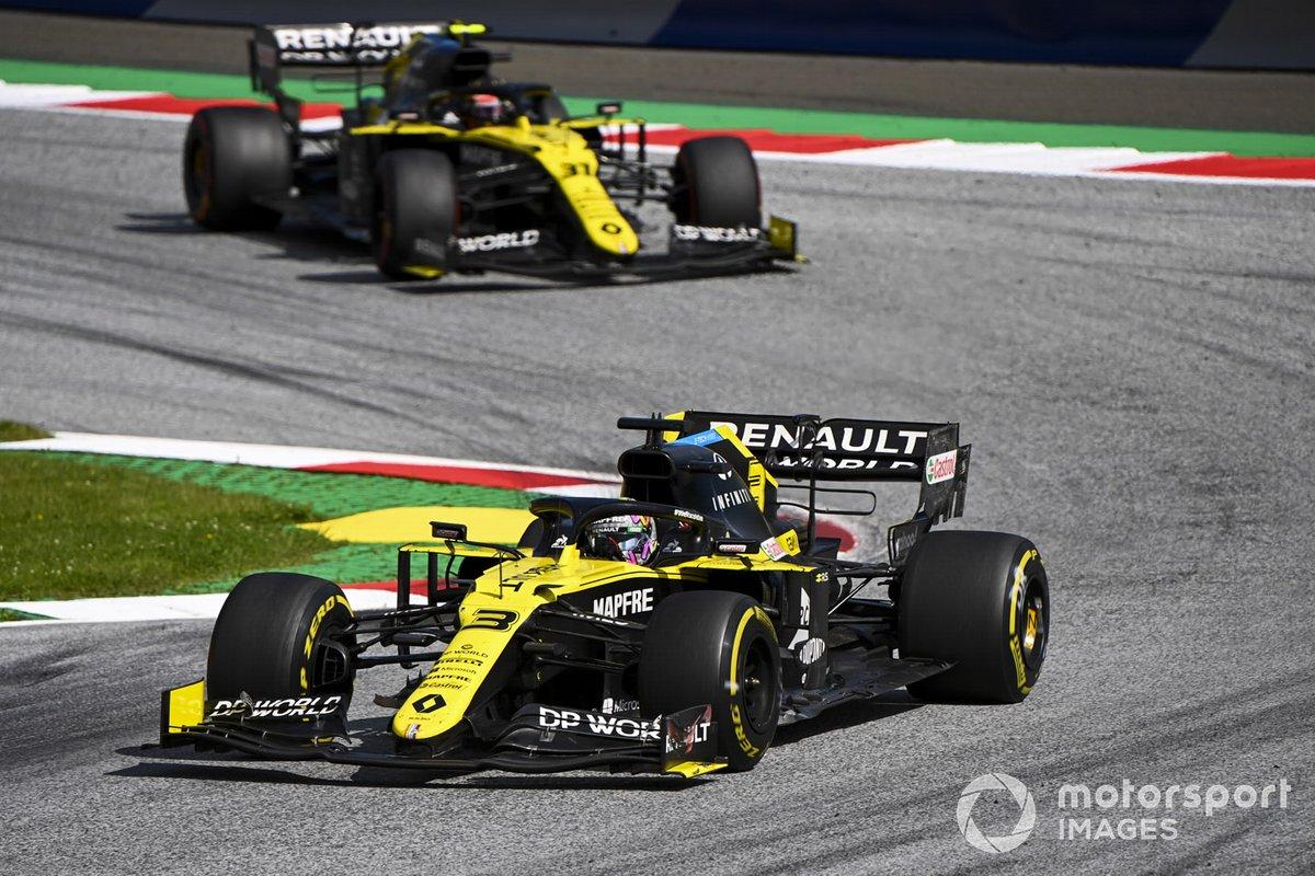 Daniel Ricciardo, Renault F1 Team R.S.20 e Esteban Ocon, Renault F1 Team R.S.20