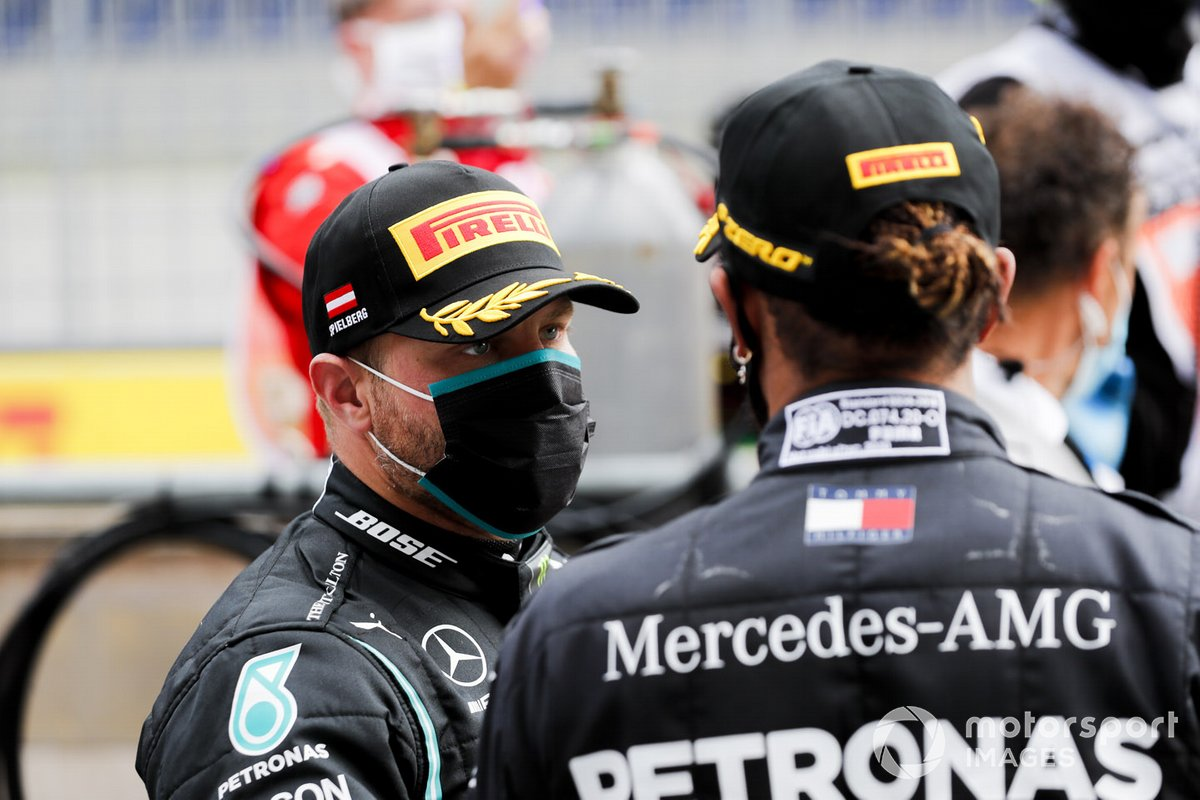 Valtteri Bottas, Mercedes-AMG Petronas F1 y Lewis Hamilton, Mercedes-AMG Petronas F1 celebran en el Parc Ferme