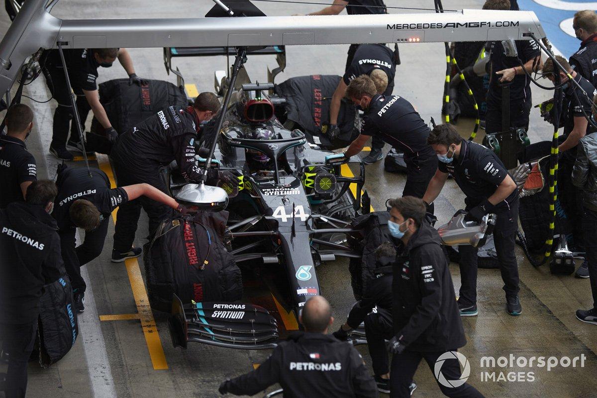 Lewis Hamilton, Mercedes F1 W11 EQ Performance pit stop
