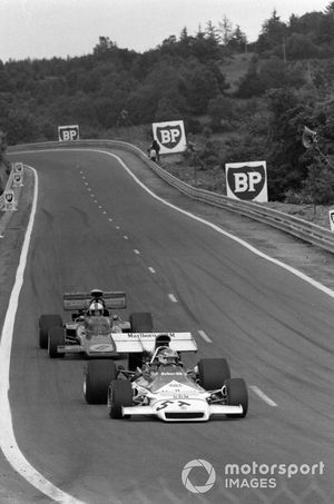 Jean-Pierre Beltoise, BRM P160B in the spare 'T' car leads Dave Walker, Lotus 72D Ford