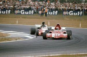 Niki Lauda, March 721X Ford y Andrea de Adamich, Surtees TS9B Ford