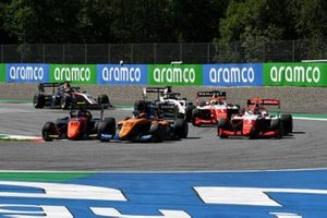 Frederik Vesti, Prema Racing, leads Bent Viscaal, MP Motorsport, Alexander Peroni, Campos Racing, Logan Sargeant, Prema Racing, Oscar Piastri, Prema Racing, Theo Pourchaire, ART Grand Prix, and Max Fewtrell, Hitech Grand Prix, at the start