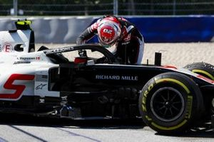 Kevin Magnussen, Haas VF-20 retires from the race