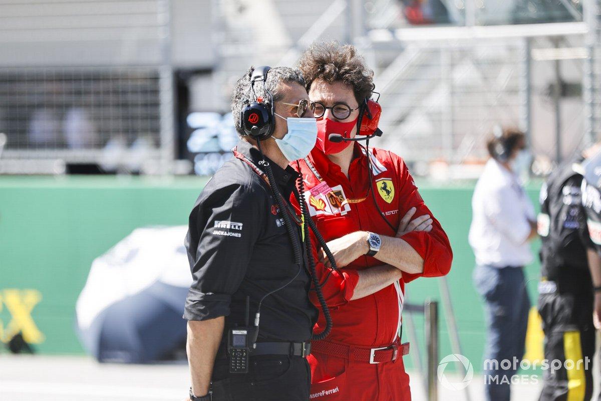 In griglia Guenther Steiner, Team Principal, Haas F1, e Mattia Binotto, Team Principal Ferrari, in griglia