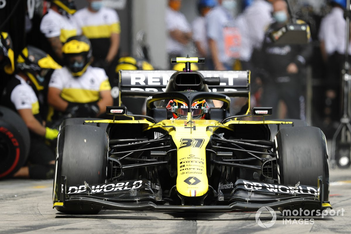 Esteban Ocon, Renault F1 Team R.S.20, leaves the pits