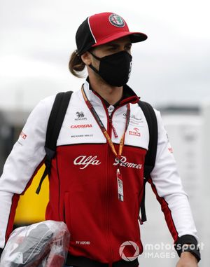 Antonio Giovinazzi, Alfa Romeo arrives at the track