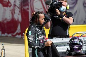 Ganador Lewis Hamilton, Mercedes-AMG F1, en Parc Ferme