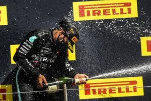 Race Winner Lewis Hamilton, Mercedes-AMG F1 celebrates on the podium with the champagne