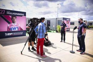 Otmar Szafnauer, Team Principal et PDG, Racing Point parle aux médias