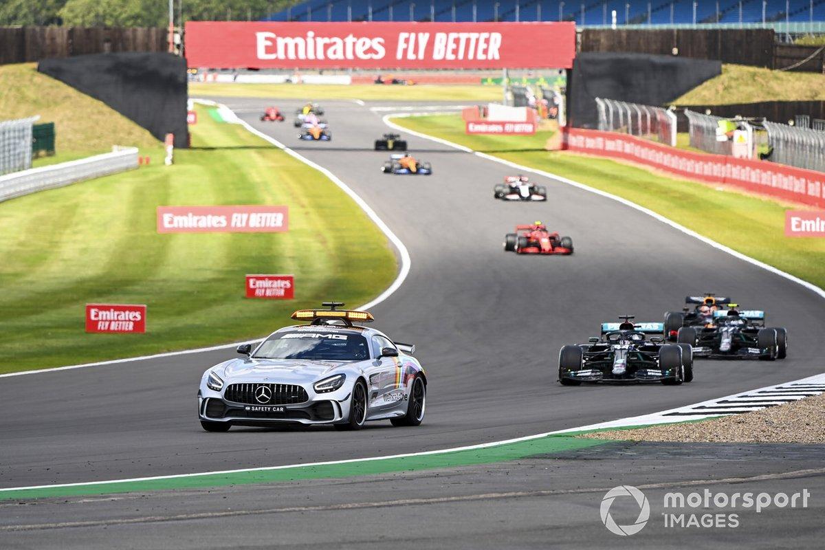 Safety Car Lewis Hamilton, Mercedes F1 W11 e Valtteri Bottas, Mercedes F1 W11