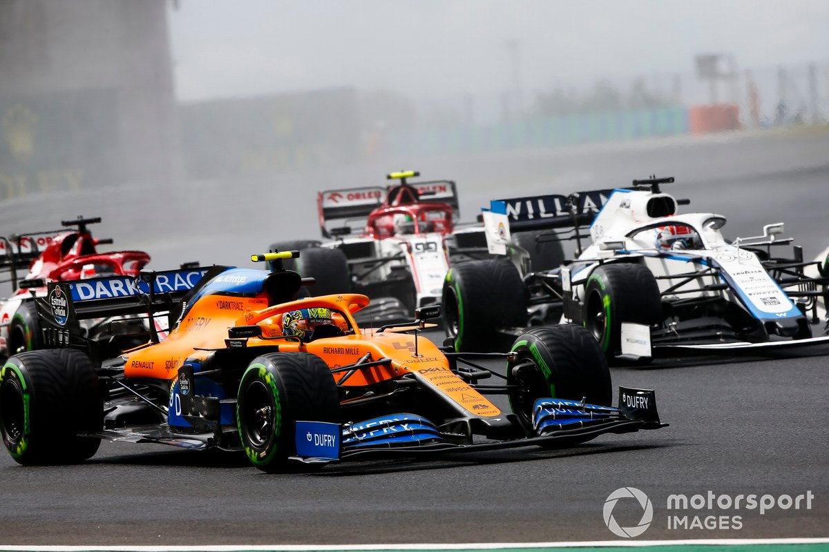 Lando Norris, McLaren MCL35, George Russell, Williams FW43