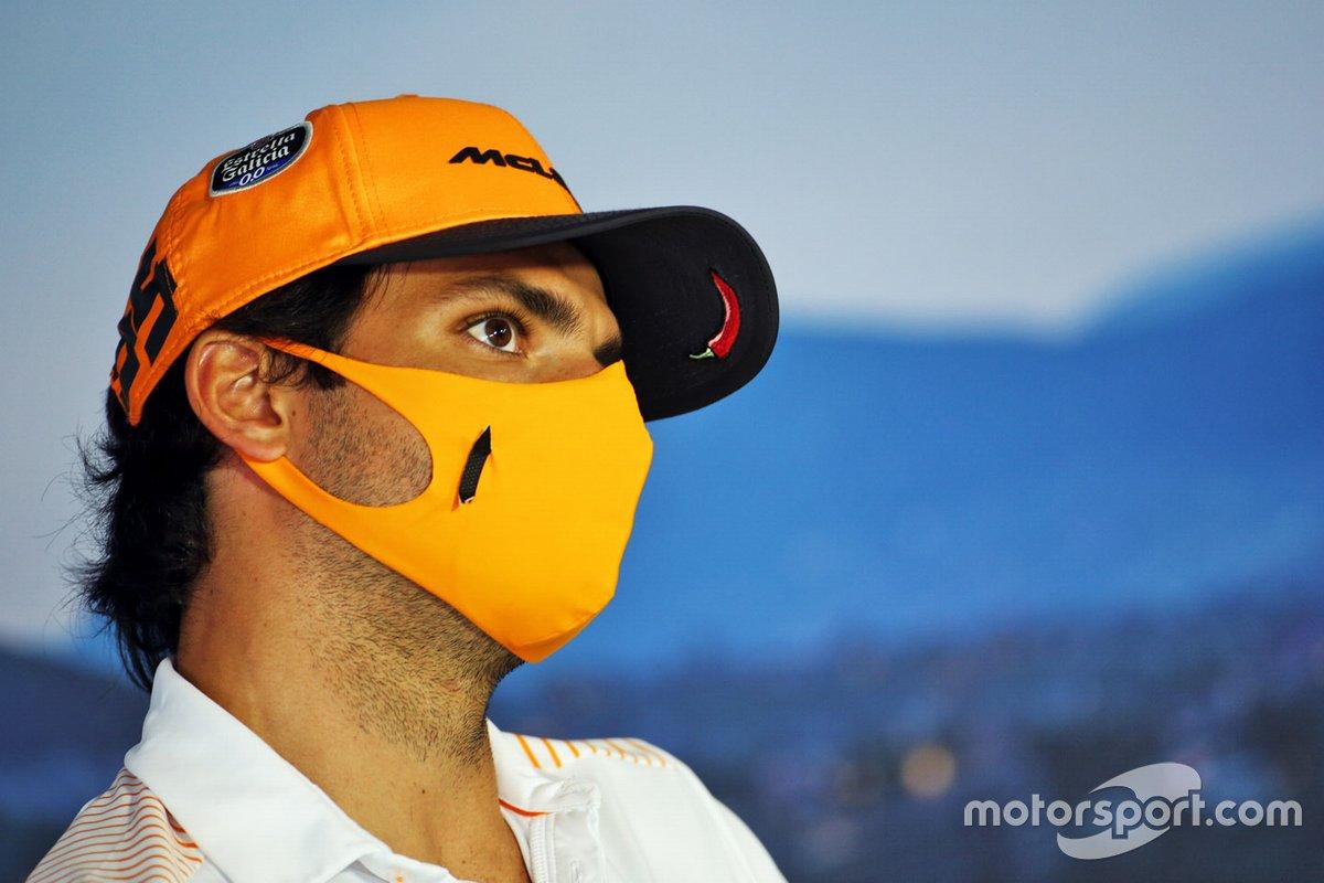 Carlos Sainz Jr., McLaren en la conferencia de prensa