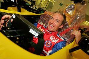Robert Doornbos schuimt een stoeltje in een Jordan Ford EJ14