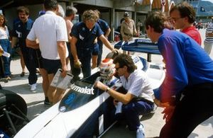 Nelson Piquet, Brabham BT53, with Brabham designer Gordon Murray and Charlie Whiting,
