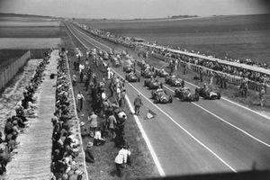 Juan Manuel Fangio, Alfa Romeo 159, Giuseppe Farina, Alfa Romeo 159, Alberto Ascari, Ferrari 375, Luigi Villoresi, Ferrari 375, Consalvo Sanesi, Alfa Romeo 159, Jose Froilan Gonzalez, Talbot T26C, Luigi Fagioli, Alfa Romeo 159, Louis Chiron, Maserati 4CLT/48, Reg Parnell, Ferrari 375, Philippe Etancelin, Talbot T26C al inicio