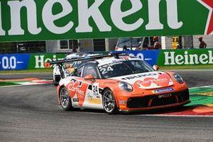 Max van Splunteren, Team GP Elite, leads Jukka Honkavuori, MRS GT-Racing