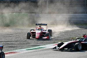 Oscar Piastri, Prema Racing in the gravel with no front wing