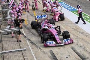 Sergio Perez, Racing Point RP20, sort de son stand