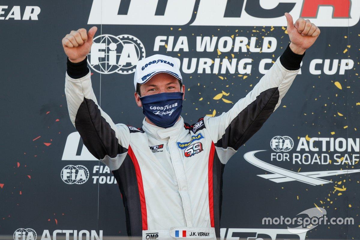 Podio: il vincitore della gara Jean-Karl Vernay, Mulsanne Alfa Romeo Giulietta TCR