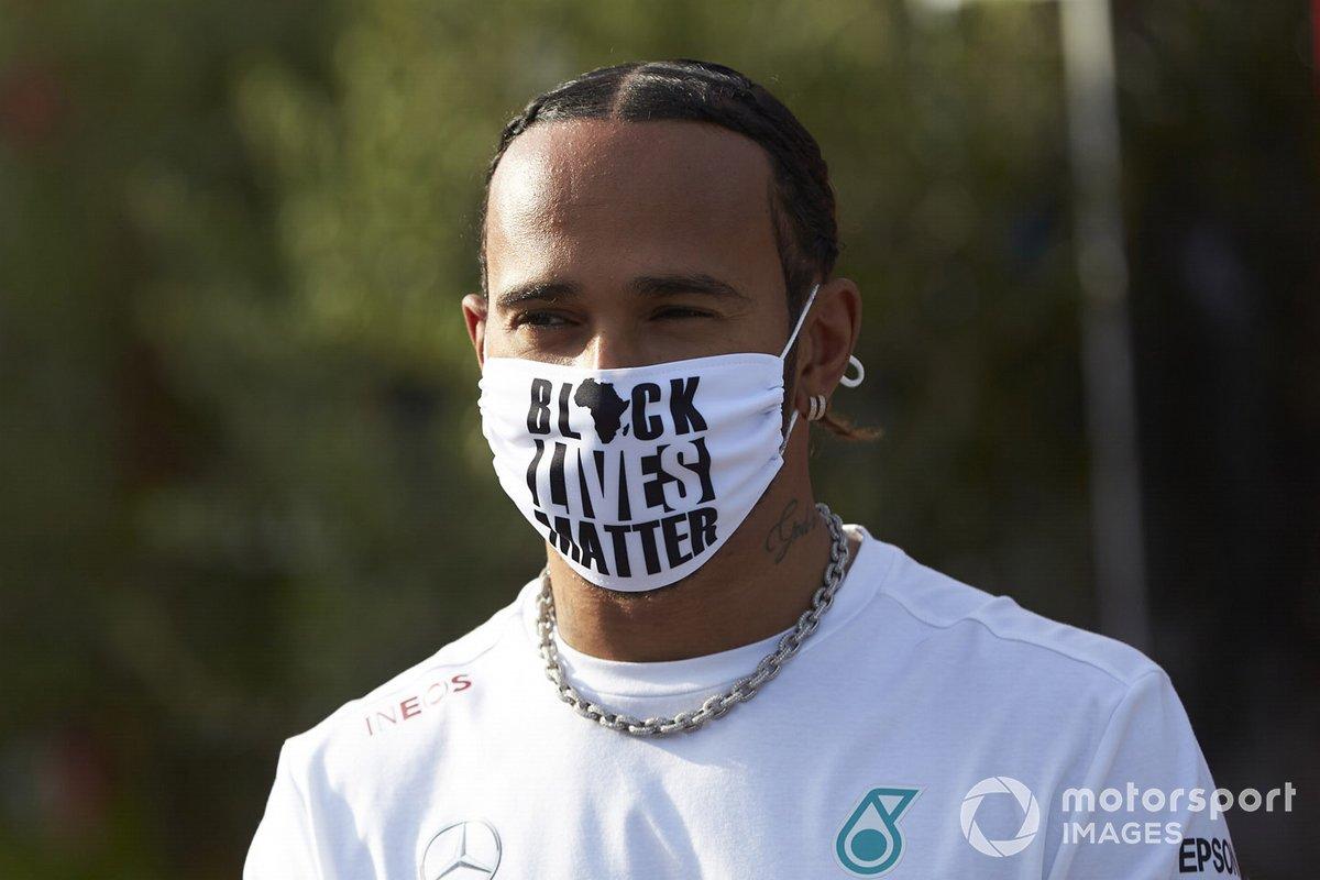 Lewis Hamilton, Mercedes-AMG F1, durante l'intervista