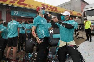 Valtteri Bottas, Mercedes-AMG F1, 2nd position, Toto Wolff, Executive Director (Business), Mercedes AMG, and the Mercedes team celebrate after securing a record 7th Constructors World Championship title