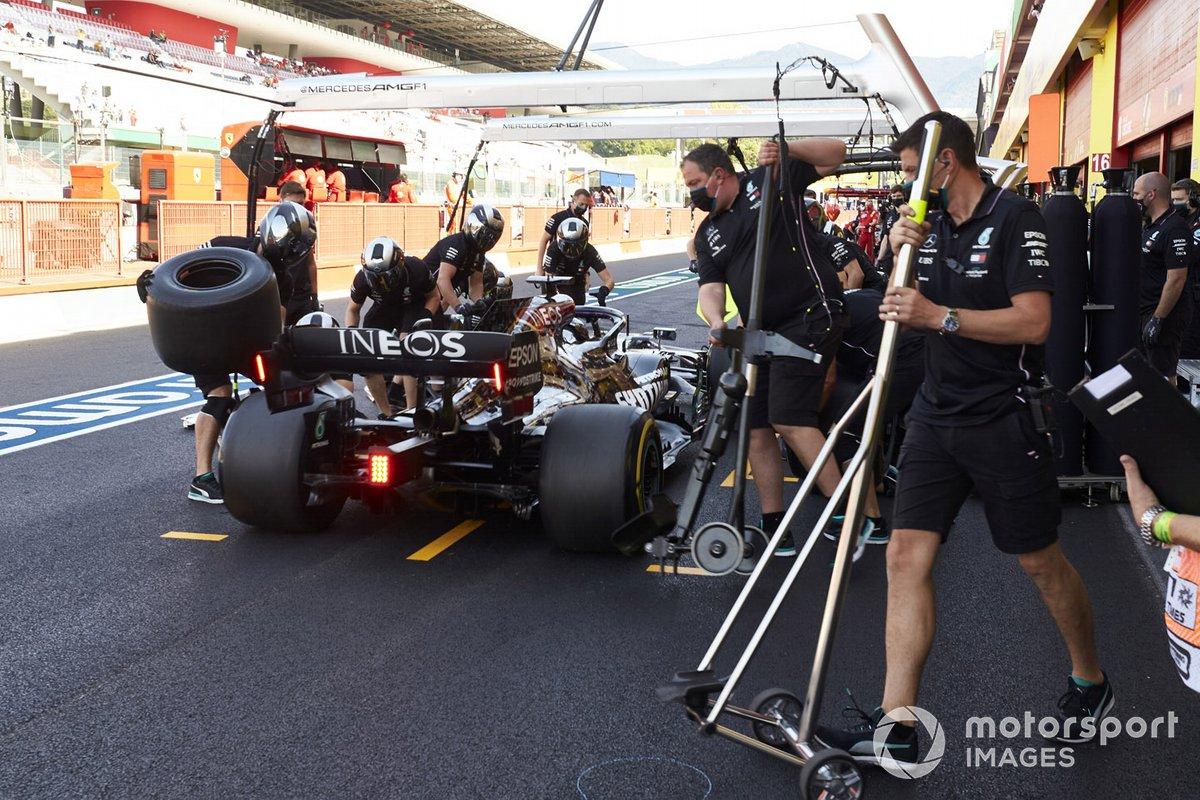 Lewis Hamilton, Mercedes F1 W11, ai box
