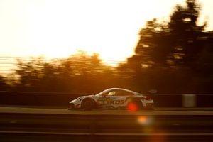 #17 Küs Team75 Bernhard Porsche 911 GT3 R: Simona de Silvestro, Klaus Bachler
