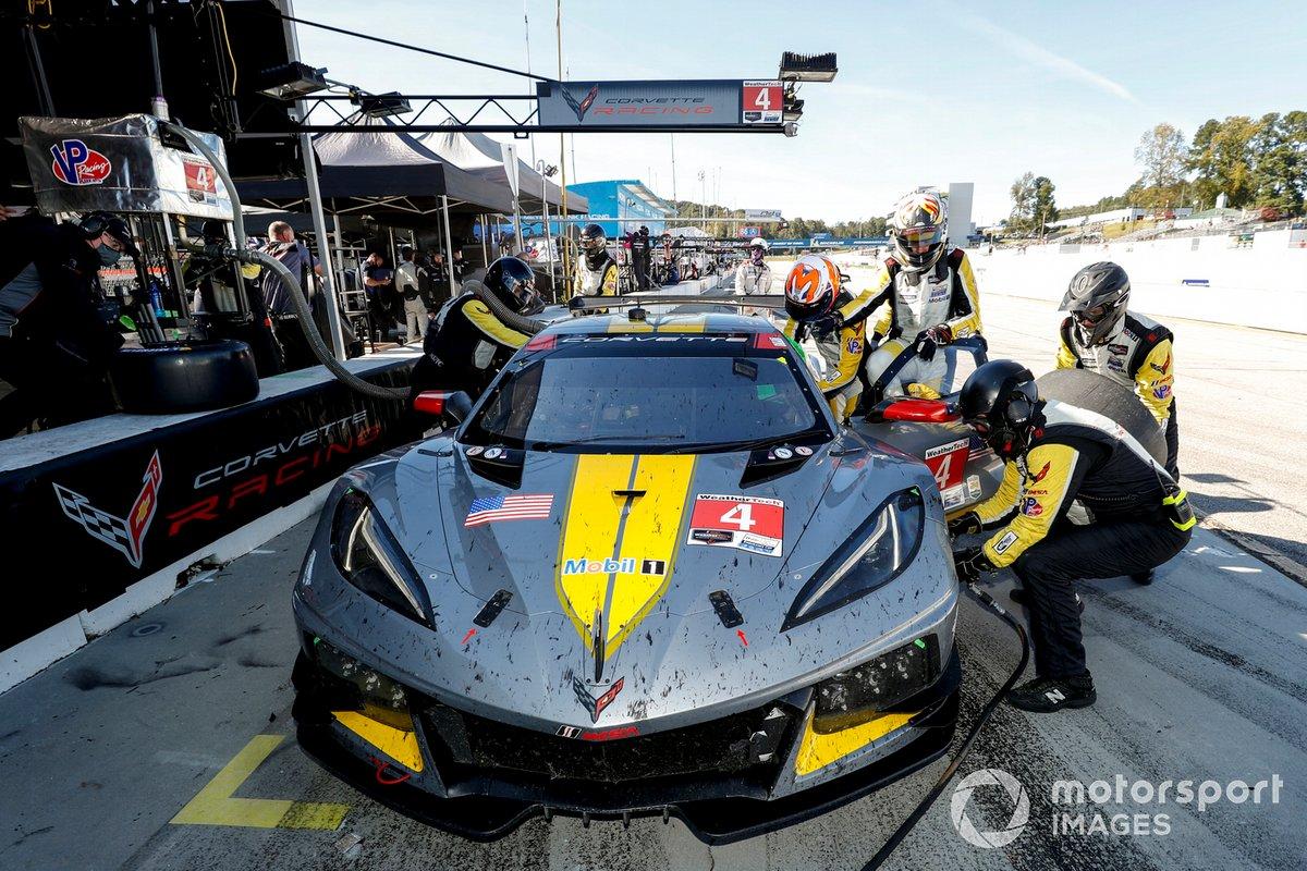 #4 Corvette Racing Corvette C8.R, GTLM: Oliver Gavin, Tommy Milner, Marcel Fassler, pit stop, staff