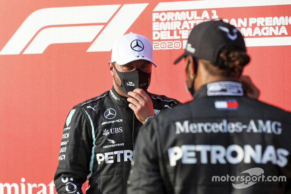 Pole Sitter Valtteri Bottas, Mercedes-AMG F1 e Lewis Hamilton, Mercedes-AMG F1 festeggiano nel parco chiuso