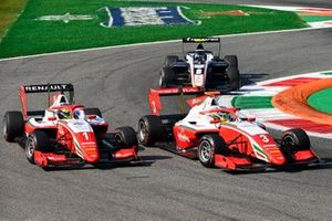 Oscar Piastri, Prema Racing and Logan Sargeant, Prema Racing battle