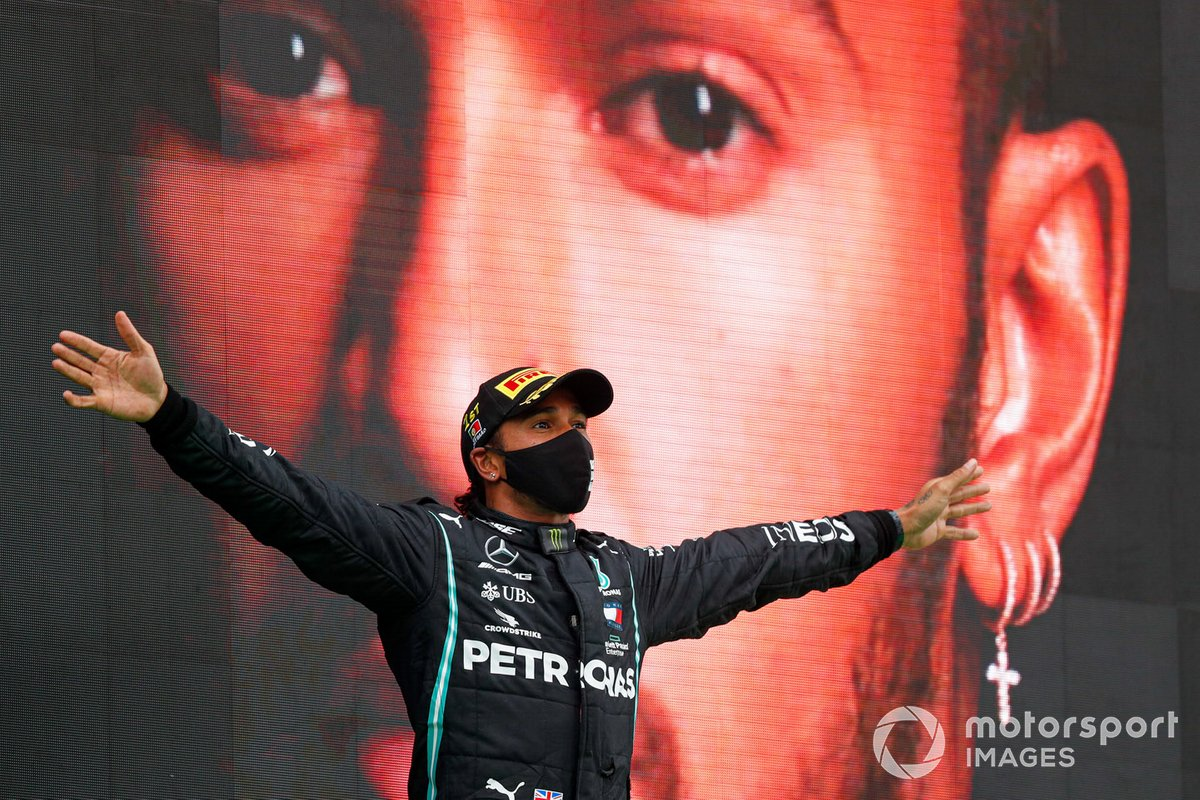 Lewis Hamilton, Mercedes-AMG F1, 1°posto, festeggia la vittoria