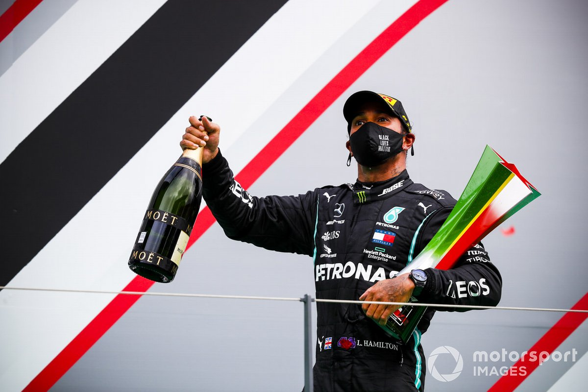 Race Winner Lewis Hamilton, Mercedes F1 celebrates on the podium with the trophy