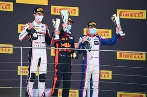 Theo Pourchaire, ART Grand Prix, 3rd position, Liam Lawson, Hitech Grand Prix, 1st position, and David Beckmann, Trident, 2nd position, on the podium