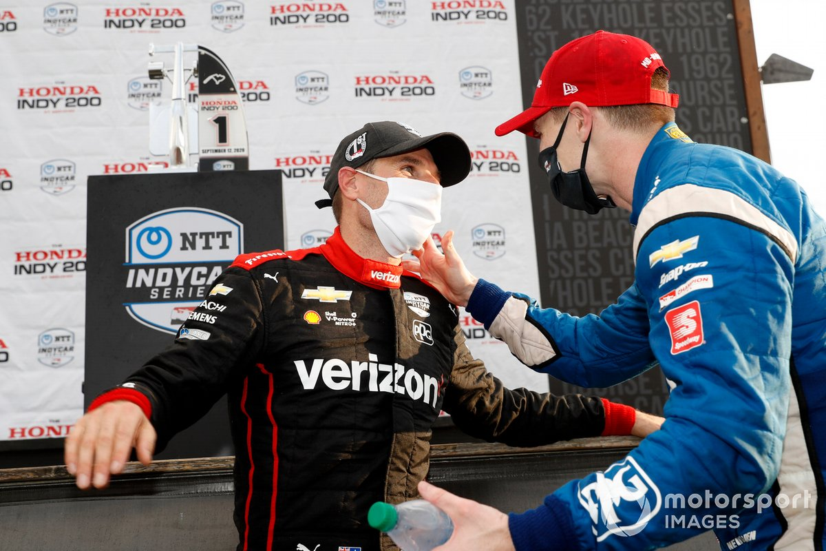 Podio: ganador Will Power, Team Penske Chevrolet y Josef Newgarden, Team Penske Chevrolet