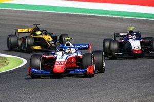 Robert Shwartzman, Prema Racing leads Pedro Piquet, Charouz Racing System and Guanyu Zhou, UNI-Virtuosi