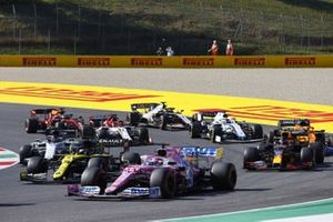 Sergio Perez, Racing Point RP20, Daniel Ricciardo, Renault F1 Team R.S.20, Alex Albon, Red Bull Racing RB16, Daniil Kvyat, AlphaTauri AT01, and the remainder of the field at the restart