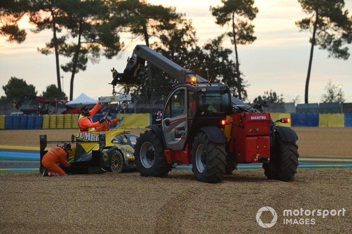 #29 Racing Team Nederland Dallara P217: Frits van Eerd, Giedo van der Garde, Nyck de Vries en la grava