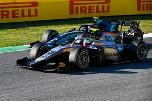 Luca Ghiotto, Hitech Grand Prix, passes Dan Ticktum, Dams